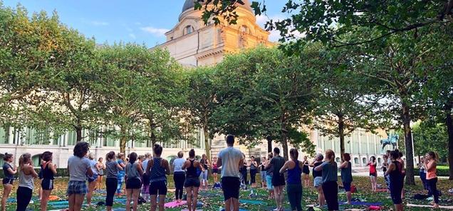 Pop Up Outdoor Yoga in Munich